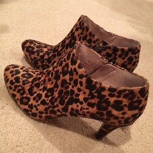 Vince Camuto Leopard Vive Booties 8.5